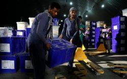 افراد یک تکت انتخاباتی به منطقهی ممنوعهی کمیسیون انتخابات داخل شدند