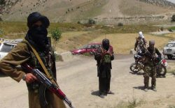 در نتیجهی تیراندازی طالبان بر موتر حامل غیرنظامیان در سرپل دو نفر جان باختند