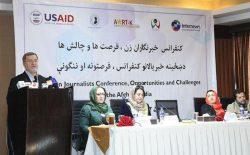 سرور دانش: پروندههای خشونت علیه خبرنگاران زن پیگیری میشود