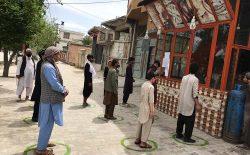 توزیع نان به نیازمندان در شهر کابل؛ هر خانواده ۱۰ قرص نان