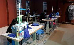 کرونا در افغانستان؛ فروشگاه لباسی که برای ارزانی ماسک آستین بالا زده است