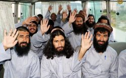 امتیازدهی یکجانبهی دولت به طالبان؛ تکرار اشتباه کرزی از سوی غنی