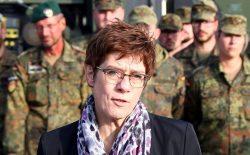 وزیر دفاع آلمان: هدف برلین، عقبنشینی منظم از افغانستان است