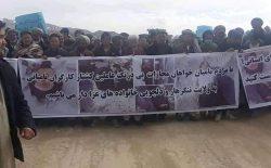 باشندگان بامیان در واکنش به کشتهشدن هفت کارگر در ننگرهار دست به اعتراض زدند