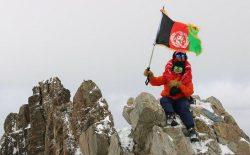 از پستوی خانه تا فتح قلهی شاهفولادی؛ دخترانی که برای زندگی بهتر مبارزه میکنند