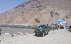 ادامهی جنگ در بدخشان؛ بیشتر از یک هزار سرباز افغانستان به تاجیکستان عقبنشینی کردند